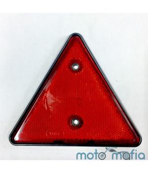 Катафот треугольный красного цвета.
